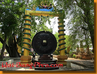 A huge, about 5 meter tall ancient gong at Wat Bang Phra in Thailand